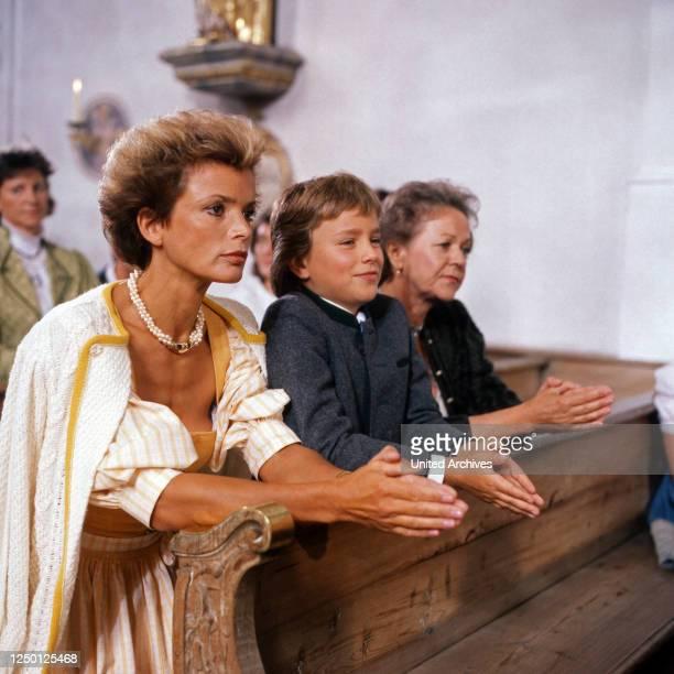 Zweit Münchner in Hamburg, Fernsehserie, Deutschland 1988, Regie: Rolf von Sydow, Darsteller: Uschi Glas, Florian Stubenvoll.