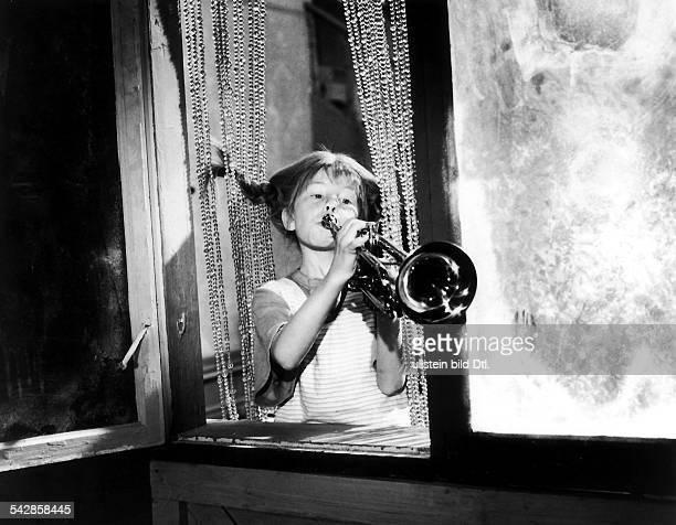 Zweiter Film derSerie von Kinofilmennach den Romanen der schwedischenKinderbuchautorin Astrid LindgrenPippi Langstrumpf miteiner TrompeteRegie Olle...