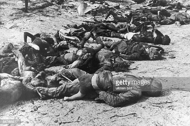 Zweiter Weltkrieg Bombenangriffe auf Hamburg Menschen sind bei lebendigem Leib verbrannt Erwachsene und Kinder in der Feuersbrunst erstickt liegen...
