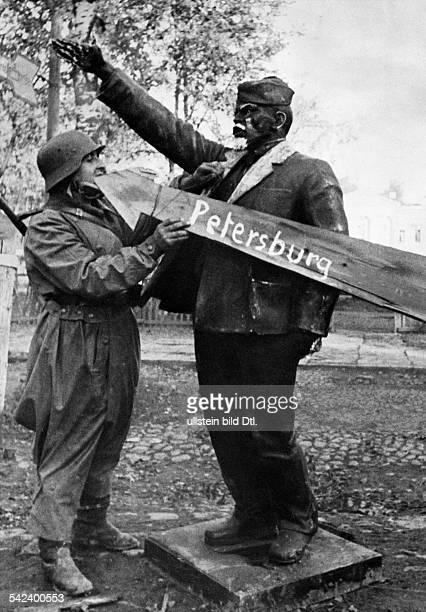Zweiter Weltkrieg Russlandfeldzug 1941 Ostfront'Unternehmen Barbarossa'Deutscher Angriff auf die Sowjetunion ab Lenins Standbild vom...