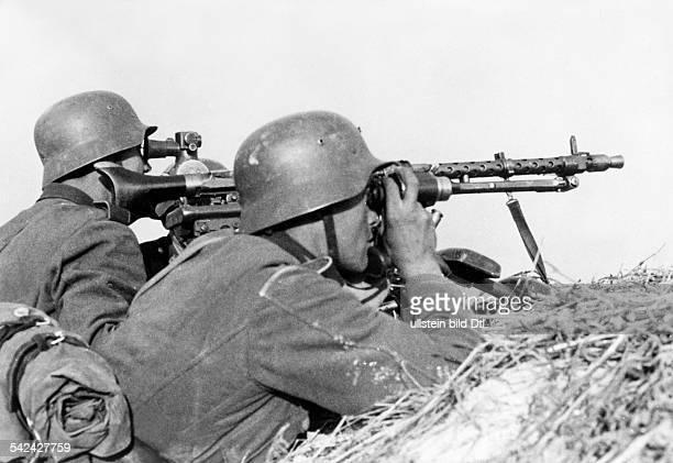 Zweiter Weltkrieg Russlandfeldzug 1941 Ostfront'Unternehmen Barbarossa'Deutscher Angriff auf die Sowjetunion ab MGStellung bei Bobruisk an der...