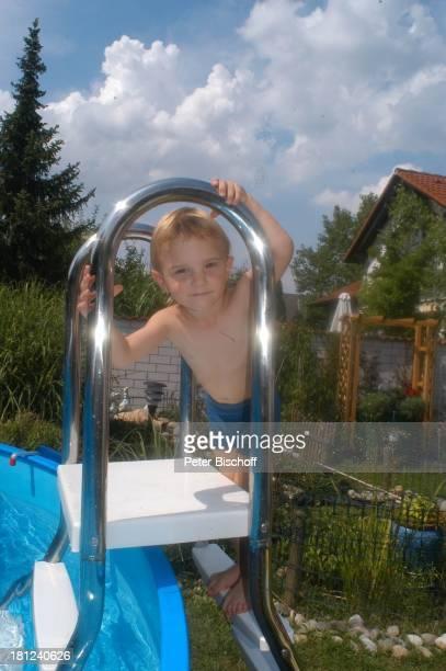 Zwilling NoahHenry Homestory Kleinstadt nahe Frankfurt am Main Garten Pool SwimmingPool Bademode Badehose schwimmen baden planschen Promis Prominente...