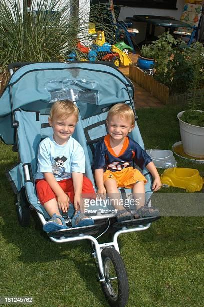Zwillinge NoahHenry und LiamViktor Homestory Kleinstadt nahe Frankfurt am Main Kinderwagen KinderBuggy Familie Promis Prominente Prominenter