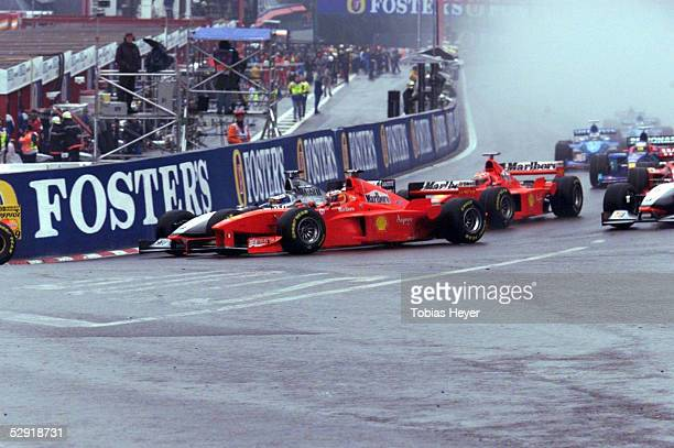 FORMEL 1 GP von BELGIEN 1998 Spa Franchorchamps 0898 KURVENDUELL zwischen Mika HAEKKINEN/MCLAREN MERCEDES und Michael SCHUMACHER/FERRARI nach dem...