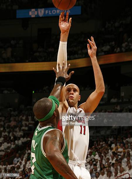 Zydrunas Ilgauskas of the Miami Heat shoots against Jermaine O'Neal of the Boston Celtics in Game Two of the Eastern Conference Semifinals during the...