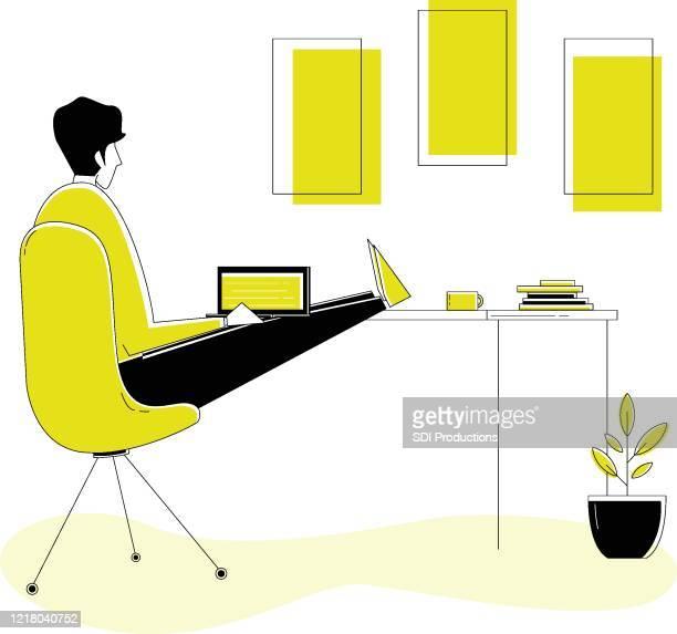 illustrations, cliparts, dessins animés et icônes de 20200331_ill_workfromhomevector_managerworkspace - plante verte
