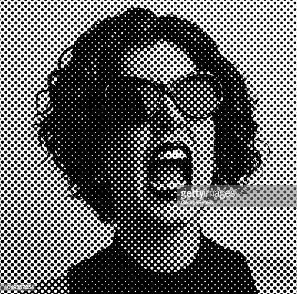 illustrations, cliparts, dessins animés et icônes de femme en colère criant avec point de demi-teintes - droits de la femme