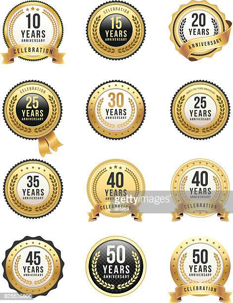 stockillustraties, clipart, cartoons en iconen met anniversary gold badge set - 25 29 jaar