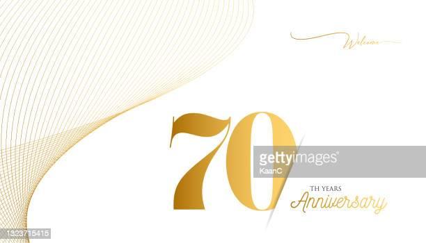 ●記念品ロゴテンプレートは分離、記念日アイコンラベル、記念銘柄ストックイラスト。ゴールドの色の手のレタリングとハッピーアニバーサリーの挨拶テンプレート。 - 30周年点のイラスト素材/クリップアート素材/マンガ素材/アイコン素材