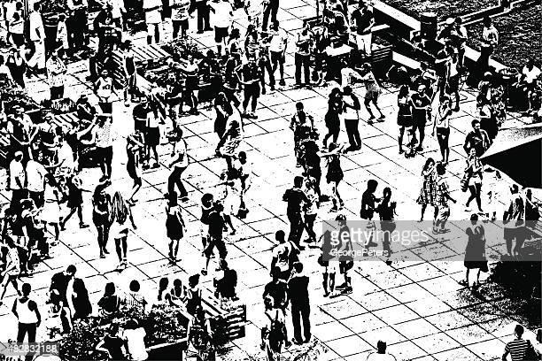 空からの眺めの群集のダンスでのサマーコンサート