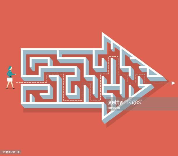 ilustrações, clipart, desenhos animados e ícones de labirinto de forma de flecha - empresária - antecipação