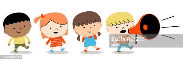 ilustraciones, imágenes clip art, dibujos animados e iconos de stock de regreso a la escuela: grupo de niños chicos y chicas caminando con megáfono - niño