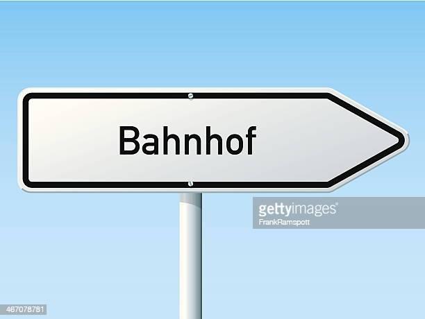 bahnhof richtung pfeil road sign - wegweiser stock-grafiken, -clipart, -cartoons und -symbole