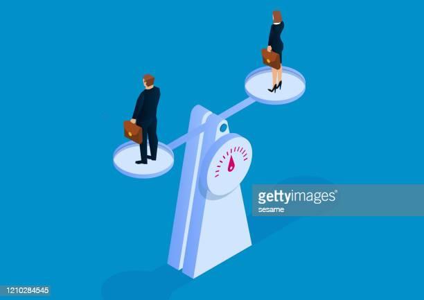 バランスと平等、男性ビジネスマンとビジネスウーマンがバランスを取るためにスケールで立っている - サイズ点のイラスト素材/クリップアート素材/マンガ素材/アイコン素材