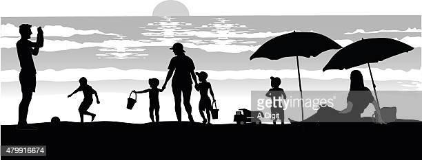 ilustraciones, imágenes clip art, dibujos animados e iconos de stock de siluetas en la playa al atardecer - madre e hija
