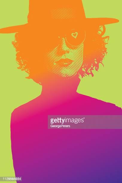 wunderschöne glamouröse frau mit hut und sonnenbrille - farbsättigung stock-grafiken, -clipart, -cartoons und -symbole