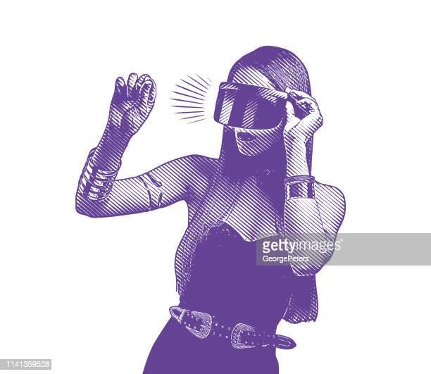 ilustrações, clipart, desenhos animados e ícones de mulher nova bonita que usa auriculares da realidade virtual - jovem adulto