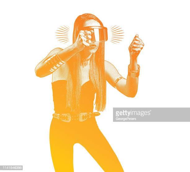 ilustrações, clipart, desenhos animados e ícones de mulher nova bonita que usa o simulador da realidade virtual - direção