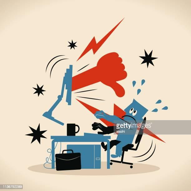 stockillustraties, clipart, cartoons en iconen met grote hand toont thumbs down gebaar aan zakenman (computer programmeur, ontwerper) die gebruik maken van computer bij bureau - klagen