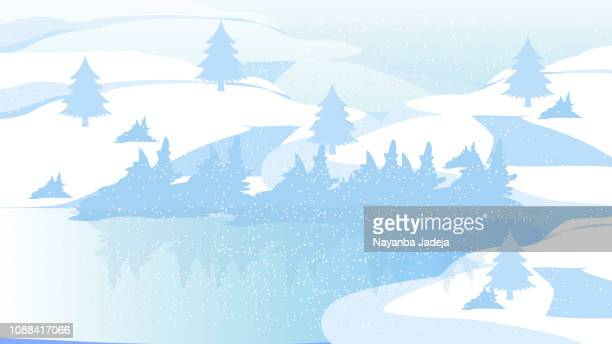 blaue Berge mit Wald-Panorama-Muster