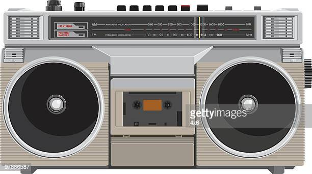 illustrazioni stock, clip art, cartoni animati e icone di tendenza di grosso stereo portatile - hi fi
