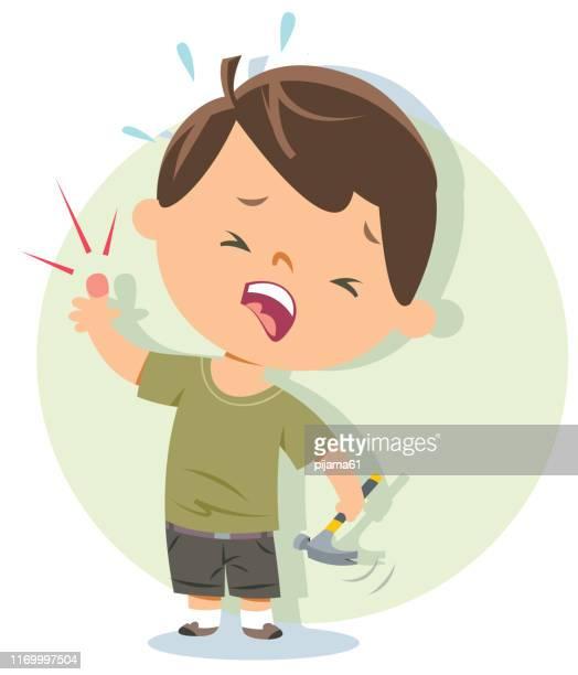 illustrazioni stock, clip art, cartoni animati e icone di tendenza di ragazzo che colpisce il dito. - colpire