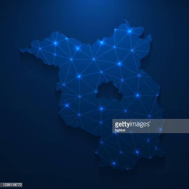 illustrations, cliparts, dessins animés et icônes de réseau de carte de brandebourg - maillage lumineux sur le fond bleu foncé - land brandebourg