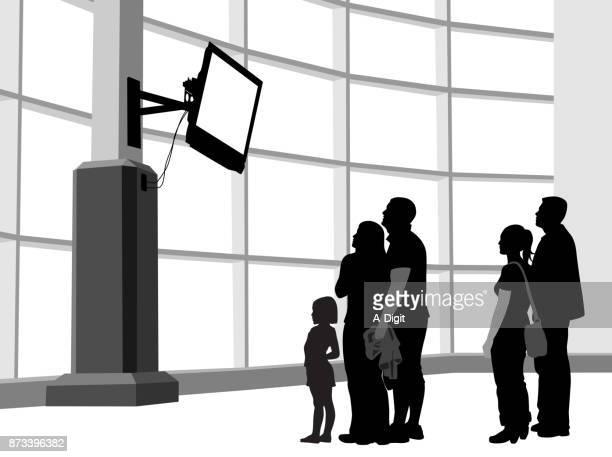 ilustraciones, imágenes clip art, dibujos animados e iconos de stock de rompe el choque noticias - familia viendo tv