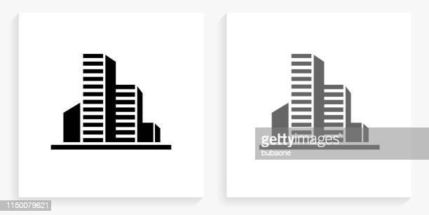illustrazioni stock, clip art, cartoni animati e icone di tendenza di icona quadrata in bianco e nero degli edifici - grattacielo