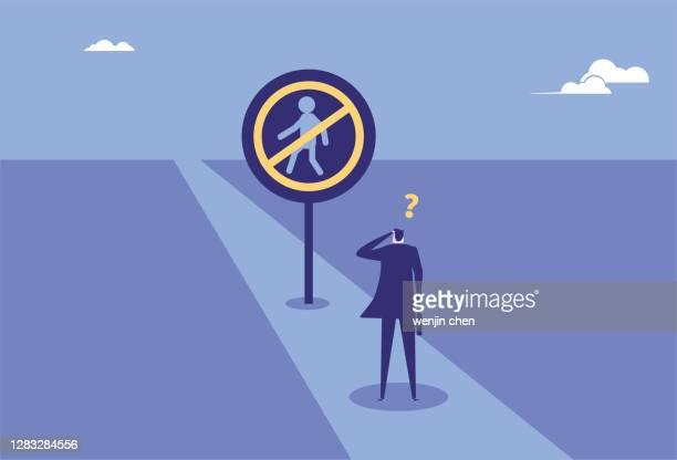 illustrations, cliparts, dessins animés et icônes de homme d'affaires sans signe de piéton, a perdu son chemin - panneau sens interdit