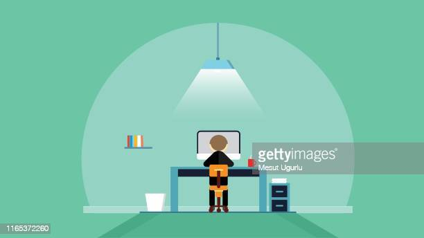 geschäftsmann arbeitet am computer - programmierer stock-grafiken, -clipart, -cartoons und -symbole