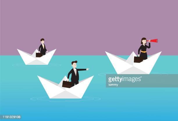 geschäftsleute mit einem teleskop auf einem papierboot - geschäftsgründung stock-grafiken, -clipart, -cartoons und -symbole