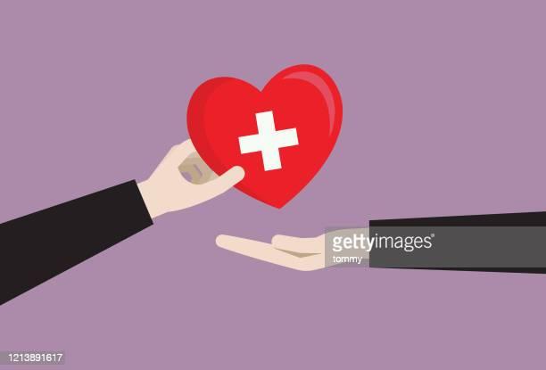 ビジネスパーソンが献血シンボルを与える - 赤十字社点のイラスト素材/クリップアート素材/マンガ素材/アイコン素材
