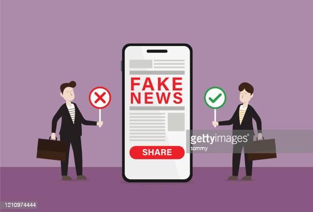 ilustrações, clipart, desenhos animados e ícones de empresário segura o sinal certo e sinal errado procurando notícias falsas em um celular - fake news