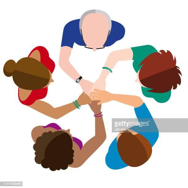 ilustraciones, imágenes clip art, dibujos animados e iconos de stock de equipo de negocios únete a manos mandala - grupo mediano de personas