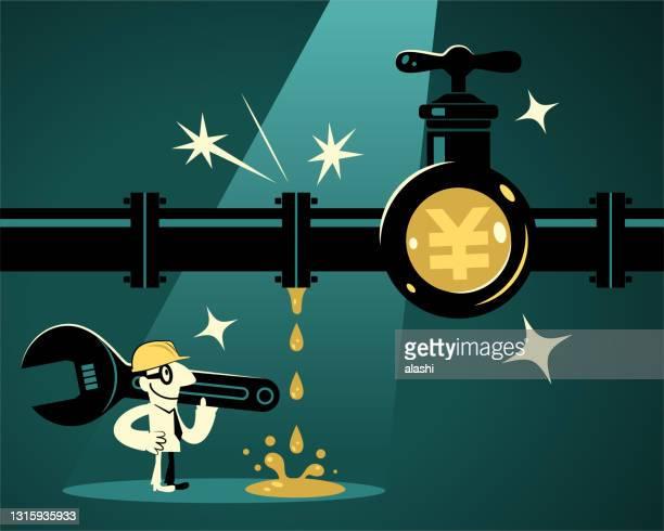 レンチを持ち、ワークヘルメットを着用したビジネスマン(配管工)は、人民元または円記号(中国、台湾または日本の通貨)を持つ漏れやすいパイプラインを見つけ、水(お金)漏れを解決しよう� - 水の無駄遣い点のイラスト素材/クリップアート素材/マンガ素材/アイコン素材