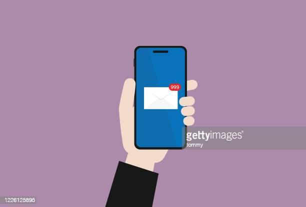 ビジネスマンは、携帯電話で電子メールをチェックします。 - 迷惑メール点のイラスト素材/クリップアート素材/マンガ素材/アイコン素材