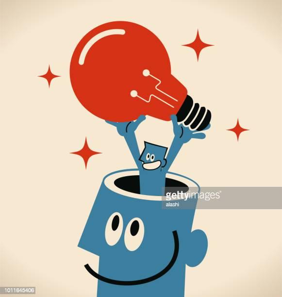 ilustraciones, imágenes clip art, dibujos animados e iconos de stock de empresario hombre gigante de abrió la cabeza llevando una gran idea bombilla - personas cabeza grande