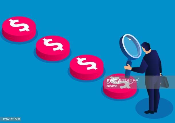 ilustraciones, imágenes clip art, dibujos animados e iconos de stock de empresario sosteniendo una lupa para buscar y rastrear el rastro de dinero, ilustración de concepto de negocio - lupa instrumento óptico