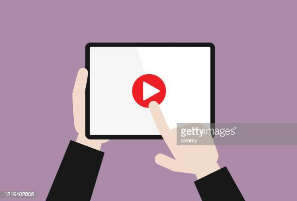 ビジネスマンは、再生ビデオボタンを押します - 静止画像点のイラスト素材/クリップアート素材/マンガ素材/アイコン素材