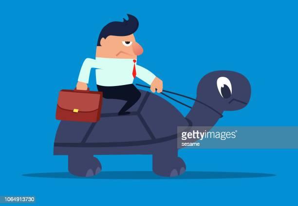 亀クロールに乗るビジネスマン - 遅い点のイラスト素材/クリップアート素材/マンガ素材/アイコン素材