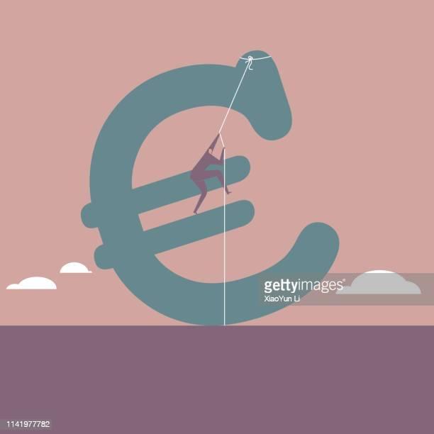 Geschäftsmann klettert auf Euro-Schild