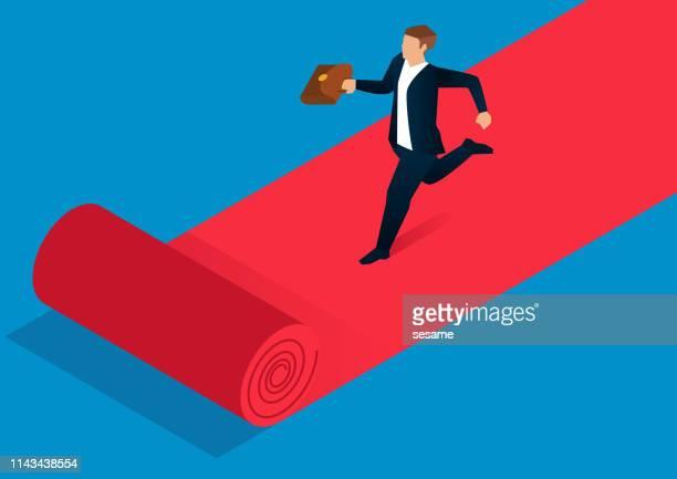 Geschäftsmann läuft auf rotem Teppich