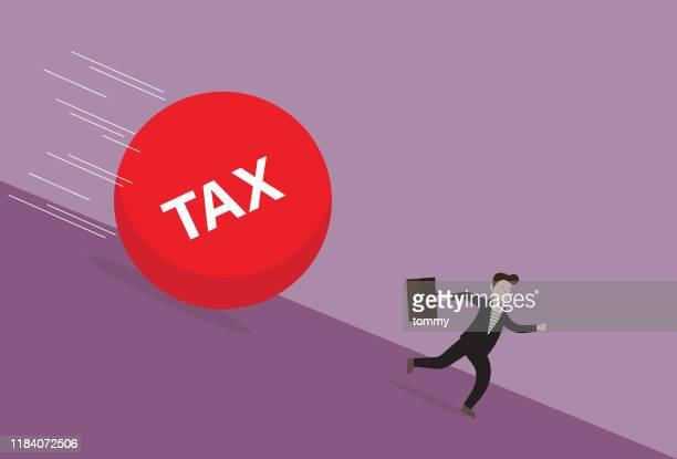 ilustraciones, imágenes clip art, dibujos animados e iconos de stock de empresario huye de impuestos - impuestosobrelarenta