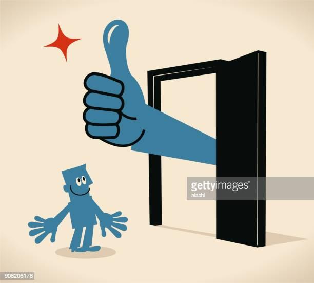 stockillustraties, clipart, cartoons en iconen met zakenman permanent voor een deur, grote uitdelen van de deur met duimen omhoog gebaar - goed nieuws