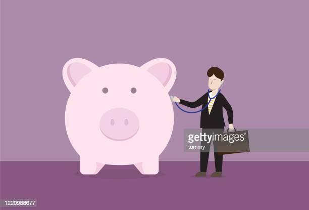 illustrazioni stock, clip art, cartoni animati e icone di tendenza di uomo d'affari usa uno stetoscopio per controllare un salvadanaio - piano finanziario