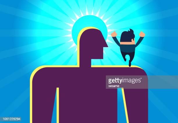 Zakenman loopt naar het licht met de schouders van reuzen