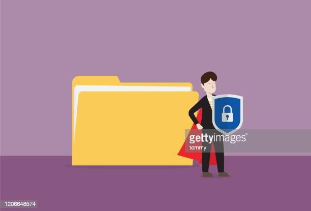 赤い岬とシールドを持つビジネスマンは、ファイルフォルダを保護します - バックアップ点のイラスト素材/クリップアート素材/マンガ素材/アイコン素材