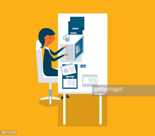 Homme d'affaires travaillant sur ordinateur