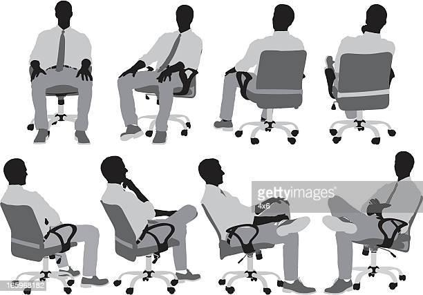 illustrations, cliparts, dessins animés et icônes de hommes d'affaires assis sur une chaise - assis